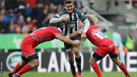 Toby Flood carries the ball forward for Newcastle Falcons