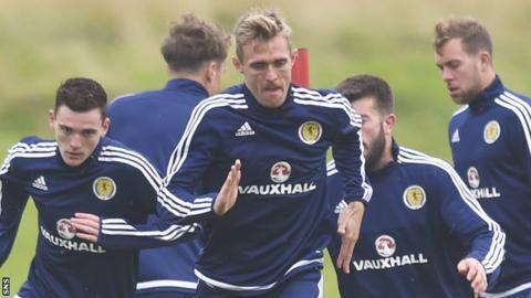 Darren Fletcher trains with the Scotland squad
