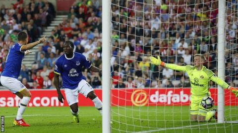 Romelu Lukaku (centre) scores for Everton