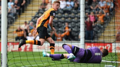 Sam Clucas scores for Hull