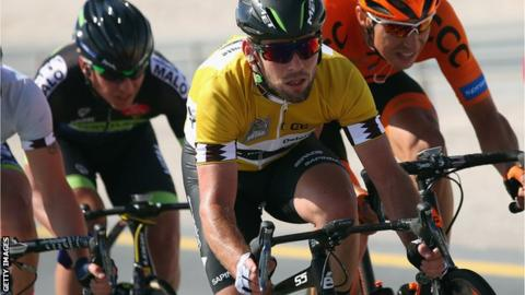Mark Cavendish (centre)
