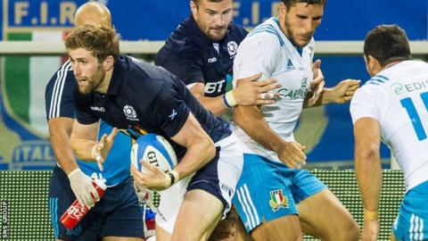 Richie Vernon in action against Italy