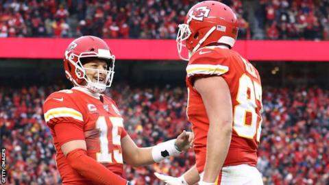 Patrick Mahomes and tight end Travis Kelce