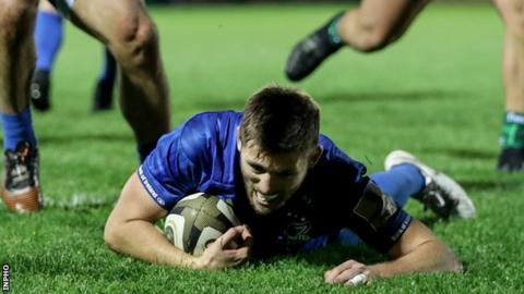 Ross Byrne scores for Leinster
