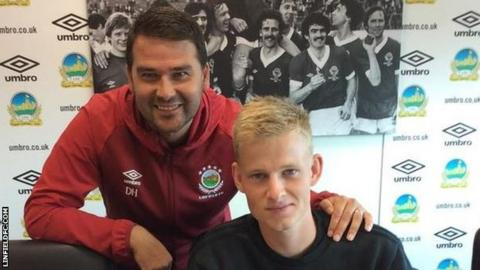 Linfield manager David Healy with new signing Benny Moller Nielsen