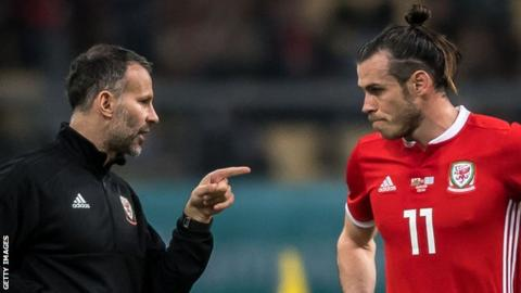 Ryan Giggs (left) gives instructions to Gareth Bale