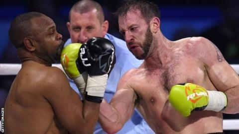 Enzo Maccarinelli fights Roy Jones Jr
