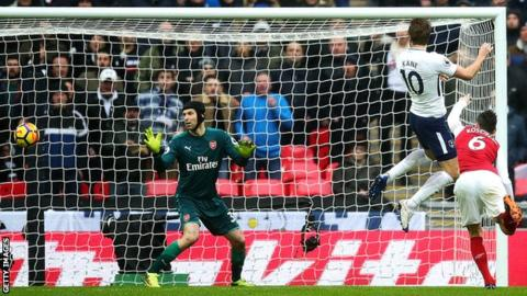 Arsenal vs. Tottenham score: Gunners continue unbeaten streak through Aubameyang, Torreira