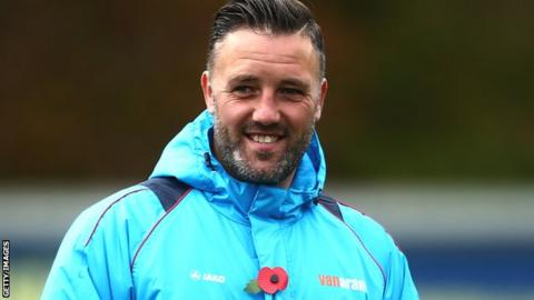 Jay Saunders: Maidstone United boss extends contract - BBC Sport