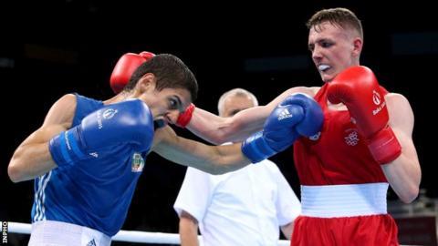 Brendan Irvine in action against Tino Banabakov