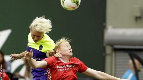 Jess Fishlock in action for Seattle Reign