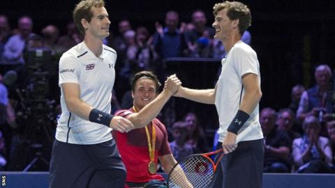 Andy and Jamie Murray, and Gordon Reid (centre)