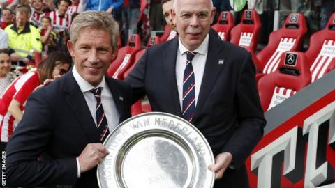 Marcel Brands (left) with the Dutch title trophy
