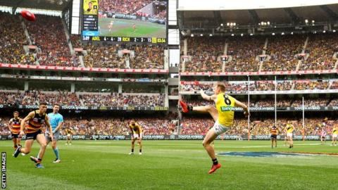 Jack Riewoldt of the Tigers kicks during the 2017 AFL Grand Final match between the Adelaide Crows and the Richmond Tigers