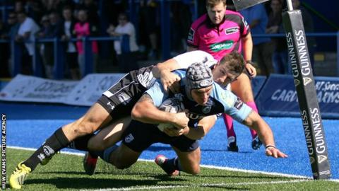 Tom James dives over for Cardiff Blues's second try