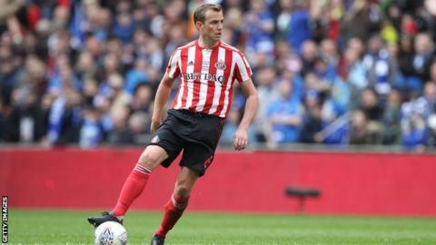 Lee Cattermole: Former Sunderland midfielder joins VVV Venlo