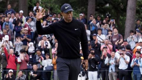 Tiger Woods acknowledges the crowd after a successful put at the Zozo Championship in Japan