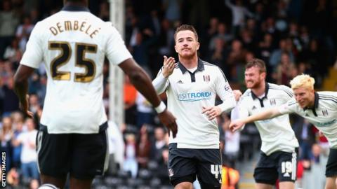 Ross McCormack celebrates with Moussa Dembele