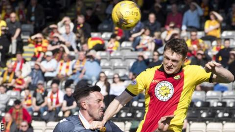 Niall Keown playing for Partick Thistle against Motherwell