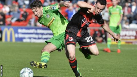 Cliftonville's Tomas Cosgrove and Crusaders winger Paul Heatley tussle for possession