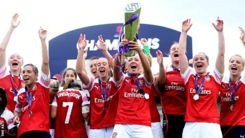 Arsenal lift the Women's Super League trophy
