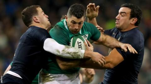 Ireland full-back Rob Kearney is tackled by Emiliano Boffelli and Agustin Creevy