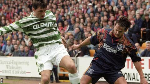 Scott Booth (right) in action against Celtic in 1995
