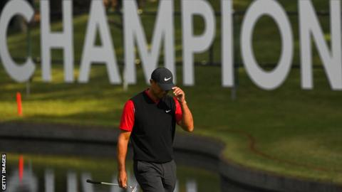 Tiger Woods acknowledges the crowd during the Zozo Championship