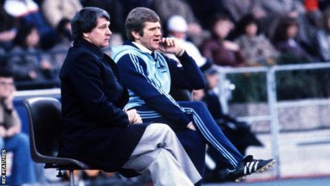 Bobby Ferguson (right) sat alongside Sir Bobby Robson