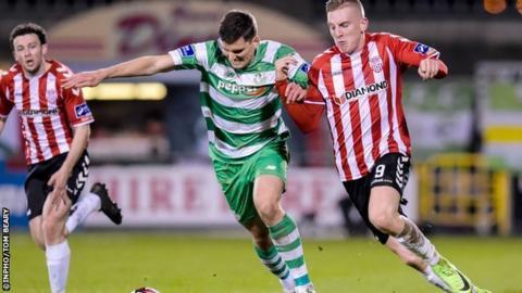 Derry's Ronan Curtis wrestles with Rovers' David McAllister