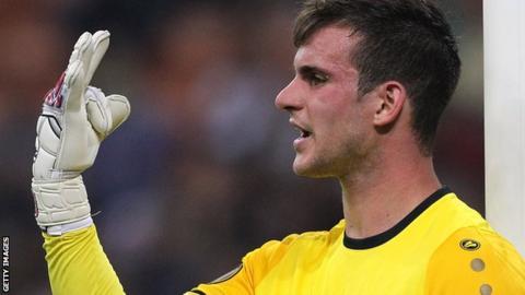 Simon Sluga gestures towards his defence