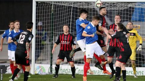 Crusaders and Linfield will meet at Seaview in a top-of-the table showdown
