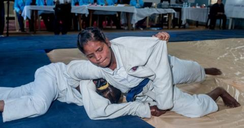 Two women do Judo