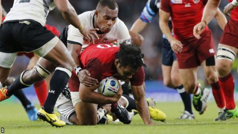 Billy Vunipola scores against Fiji