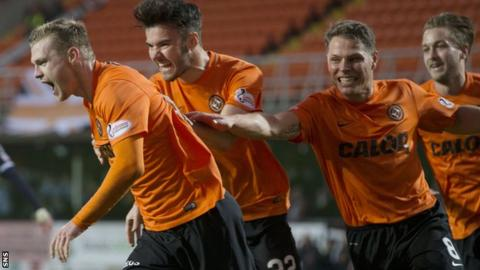 Dundee United celebrate Billy Mckay's winning penalty