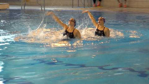 GB Synchro swimmers