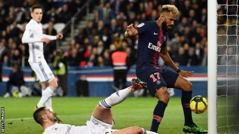 PSG player inexplicably robs his own teammate of a goal