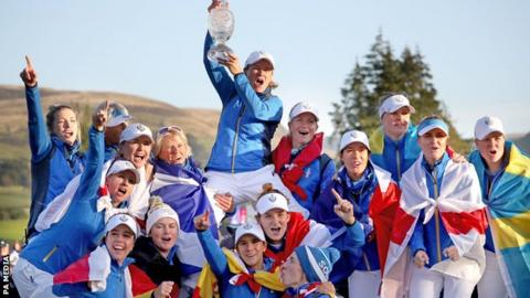 Europe captain Catriona Matthew (top) with her victorious team at Gleneagles