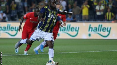 Victor Moses playing for Fenerbahce