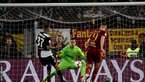 Roma beats champion Juventus in bid for top 4 spot