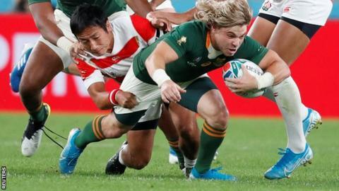 Faf de Klerk scores a try for South Africa against Japan