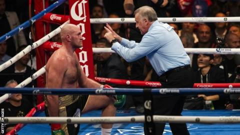 Fury Aims Funny Dig At Wilder Referee During United Clash