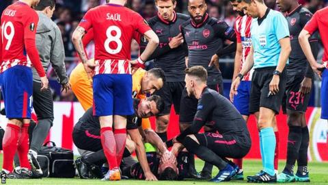 Laurent Koscielny receives treatment