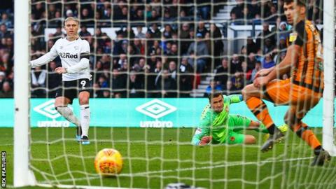 Martyn Waghorn goal