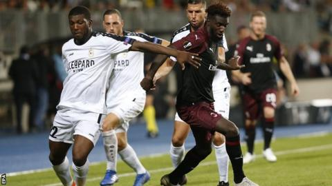 Dudelange's Stelvio da Cruz challenges Milan's Tiemoue Bakayoko