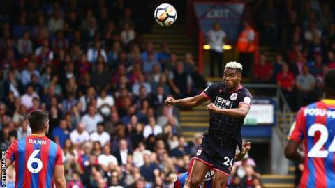 Mounie scores Huddersfield's second goal