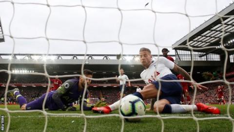 Toby Alderweireld scores own goal