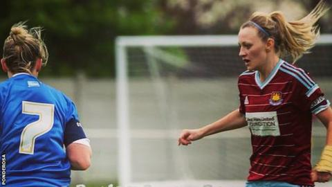 Stacey Little playing for West Ham Ladies