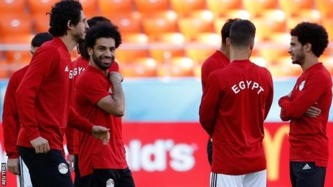 Giminez heads Uruguay past Salah-less Egypt