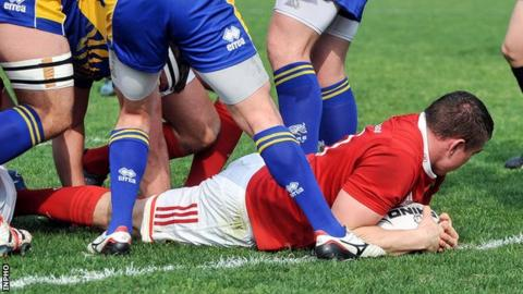 Tommy O'Donnell dives over to score one of Munster's seven tries